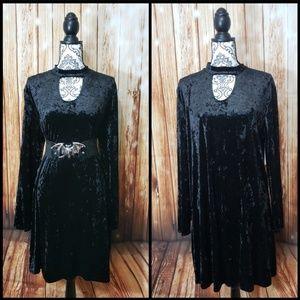 Dresses & Skirts - Black Velvet U Neckline Keyhole Dress